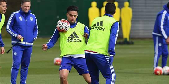 Hiddink decidirá entre Falcao o Pato para suplir a Diego Costa