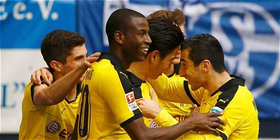 Borussia empató 2-2 con Schalke y dejó escapar al Bayern Múnich