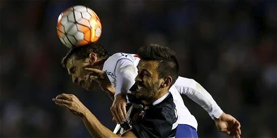 Nacional y Corinthians empataron 0-0 y definirán todo en Brasil