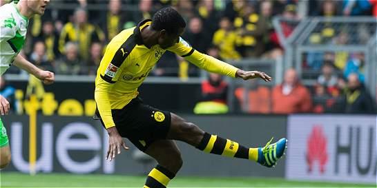 Dortmund venció 5-1 a Wolfsburgo con gol y asistencia de Adrián Ramos