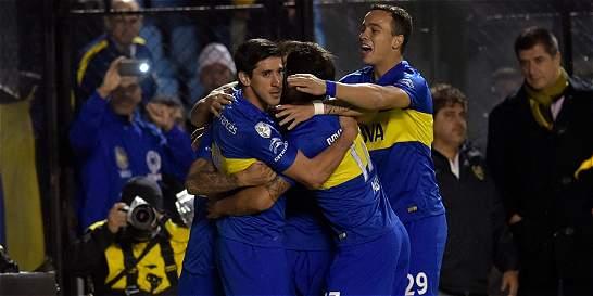 Con un destacado Tévez, Boca clasificó a cuartos de la Libertadores