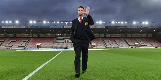 Manchester United oficializó la salida del holandés Louis van Gaal