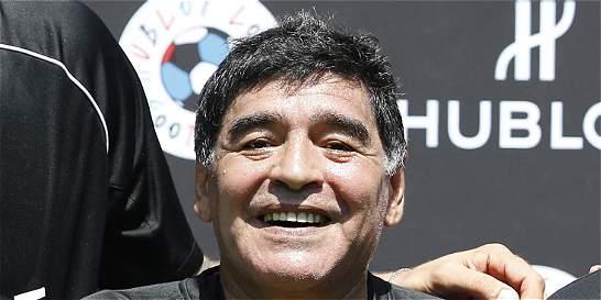 Maradona denunció mafia, enfurecido por reunión interrumpida en la AFA