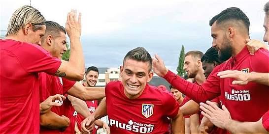 A Santos Borré le dieron la bienvenida y ya entrena con el Atlético