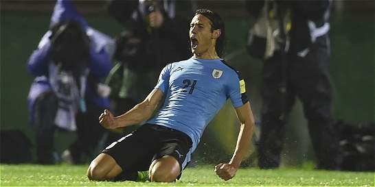 Uruguay golea 4-0 a Paraguay y se consolida líder de la Eliminatoria