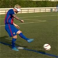 ¿Cómo patearía un penal Messi si fuera ciego?