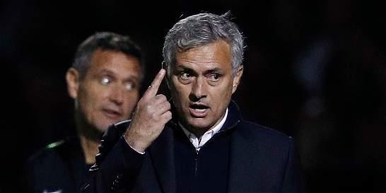 'Algunos Einstein intentaron borrar 16 años de mi carrera': Mourinho