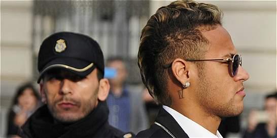 Ordenan reabrir el 'caso Neymar' por su traspaso al Barcelona