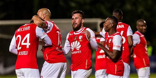 Con 21 futbolistas viaja Santa Fe este lunes a Paraguay