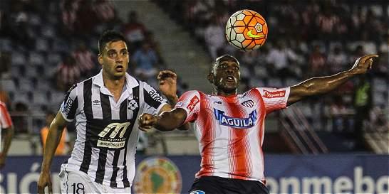 Desde el punto penal, Junior avanzó a cuartos de la Suramericana