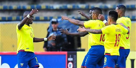 Ecuador se hizo fuerte en casa y goleó 3-0 a Chile