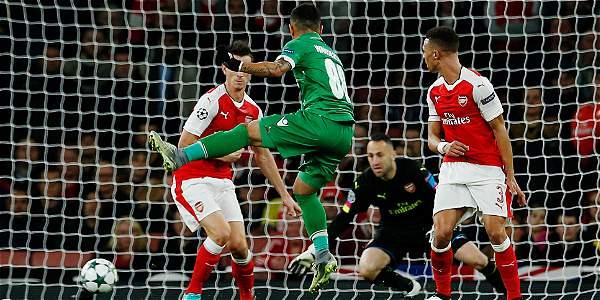 David Ospina vuela para salvar al Arsenal.