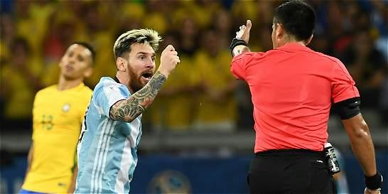 Messi, a salvar a Argentina con un cuchillo y un tenedor de plástico