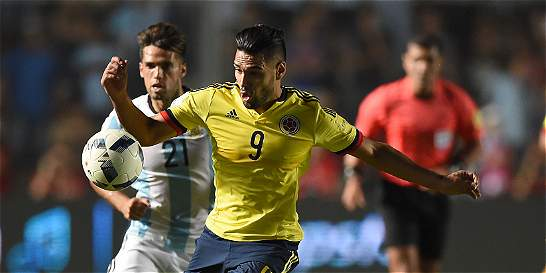 Falcao peleó, tuvo dos opciones de gol, pero le faltó compañía