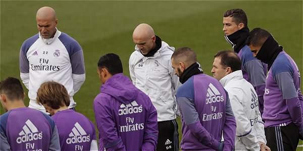 Real Madrid hace minuto de silencio por víctimas del Chapecoense.