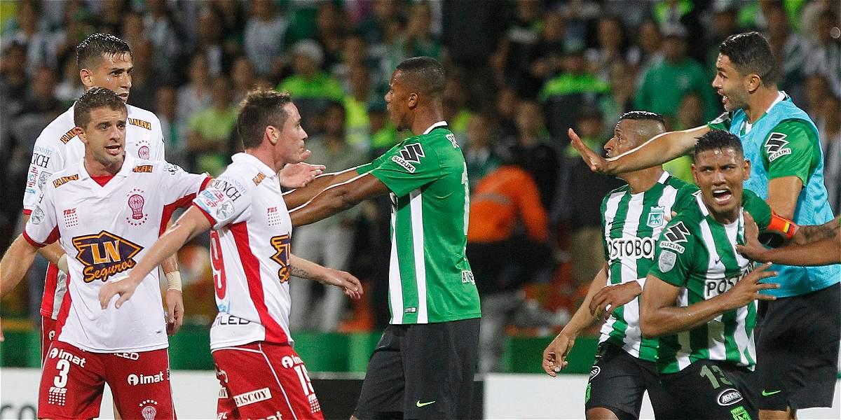 El equipo argentino se descontroló después de la eliminación frente a los 'verdolagas' en la Copa Libertadores.