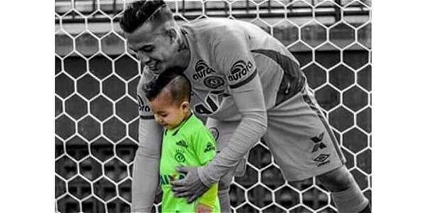Esta es la fotografía compartida por Franco Armani en su cuenta de Instagram, donde homenajea a Danilo, arquero de Chapecoense.