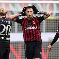 Milán sigue en el lote de punta del Calcio: derrotó 2-1 a Crotone