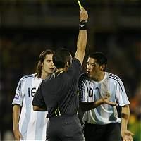 Jugadores e Hinchas golpearon a un árbitro por no señalar penal