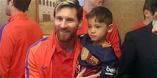 Niño afgano que tenía camiseta de plastico de Messi, conoce a su ídolo