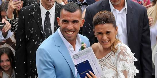 Mientras Carlos Tévez se casaba, ladrones robaban su casa en Argentina