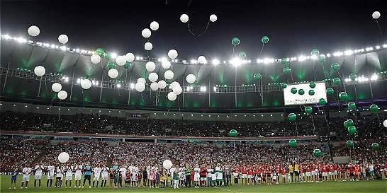 El Maracaná se vistió de gala para rendirle un homenaje al Chapecoense