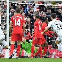 Liverpool perdió 2-3 contra Swansea y se aleja del Chelsea