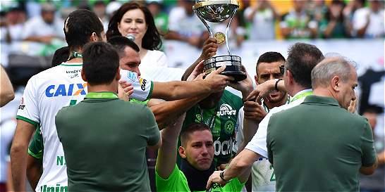 Neto, Ruschel y Follmann levantaron la Copa Suramericana
