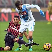 Milán se aleja de la punta: perdió 2-1 contra Nápoles