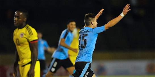 Uruguay goleó 3-0 a Colombia y la dejó al borde de la eliminación