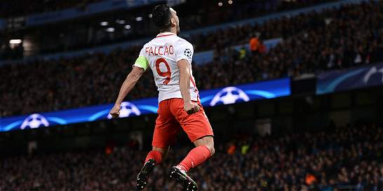 Falcao subió al cielo, erró un penal y cayó 5-3 en Liga de Campeones