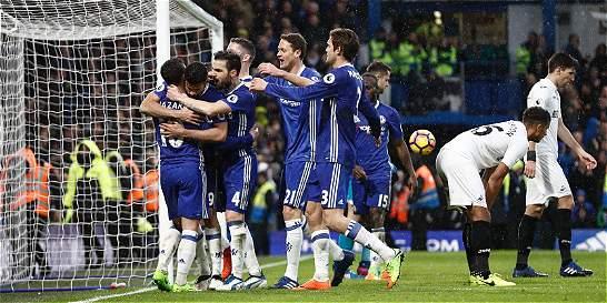 Fàbregas, Pedro y Diego Costa ponen más líder al Chelsea
