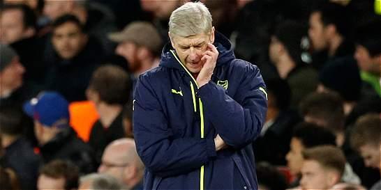 Veinte años después, Wenger consume su crédito en el Arsenal