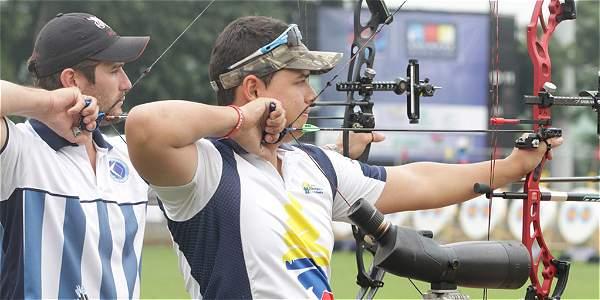 Daniel Muñoz disputará el título en la final de la modalidad de compuesto contra Peter Elzinga.