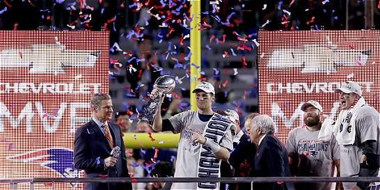 Patriotas celebra su triunfo en la NFL, pero sigue bajo investigación