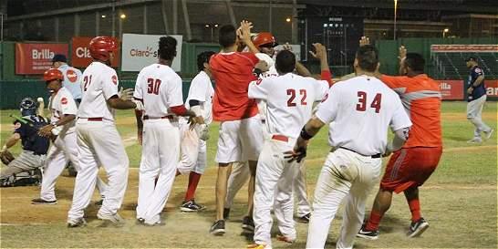 Caimanes es el primer finalista de la liga de béisbol colombiana