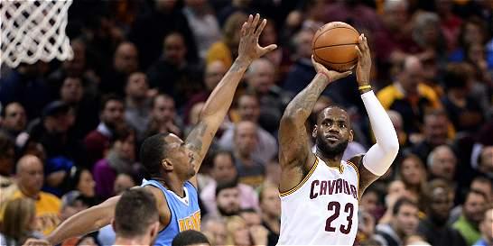 Cavaliers aseguró título de división; Warriors volvió a ganar