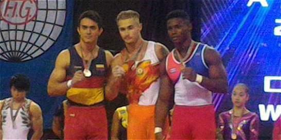 Oro y plata para Jossimar Calvo en Copa del Mundo de gimnasia