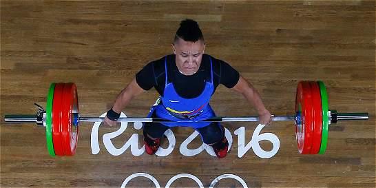 El pesista Luis Javier Mosquera no pudo conseguir la medalla en pesas