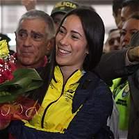 Pajón llegó a Colombia a compartir con su familia el oro olímpico