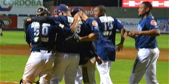 Leones y Toros empatan 1-1 en la final del torneo nacional de béisbol