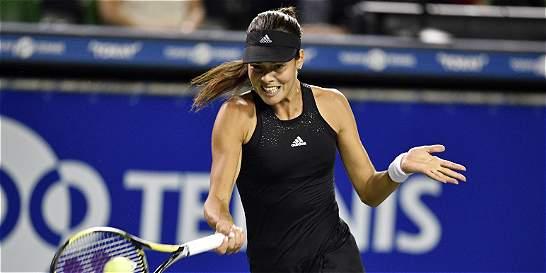 Ivanovic venció a Azarenka y sigue en carrera en el WTA de Tokio