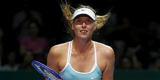 Sharapova venció a Halep y se aproxima a semifinales en Singapur