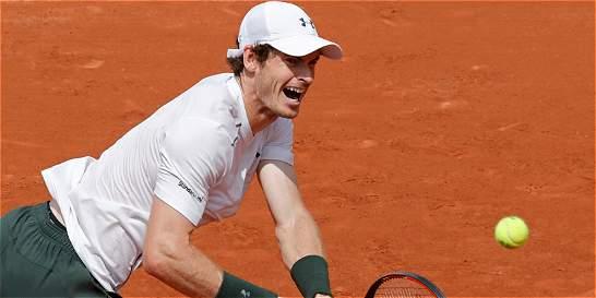 Andy Murray y Stan Wawrinka avanzan el día del retiro de Nadal