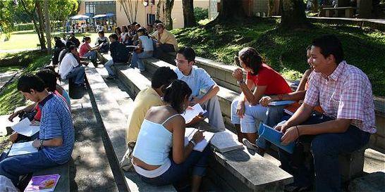 Estudiantes de universidades privadas gastan mitad de mesada en rumba