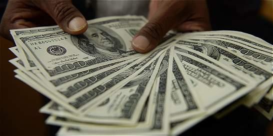 El dólar está cada vez más costoso: se acerca a los 3.051 pesos