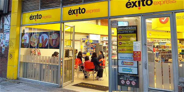 Éxito convierte pequeños supermercados al formato express.