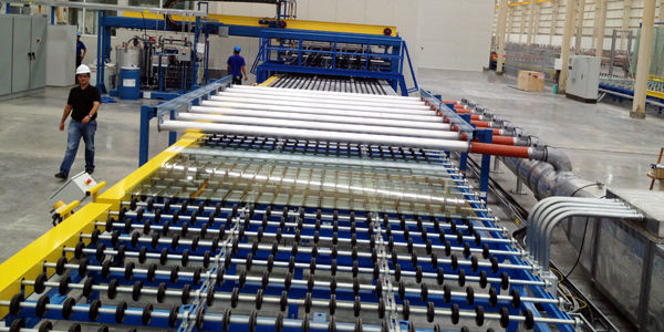 Tecnoglass procesó el año pasado 170 toneladas diarias de vidrio y 80.000 metros cuadrados mensuales de ventanas.