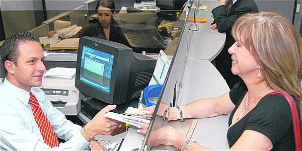 Cerca de dos millones de colombianos accedieron por primera vez a la banca en el 2013.