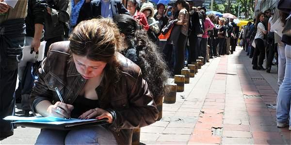 Encontrar un trabajo seguro, lo que más les preocupa a los colombianos